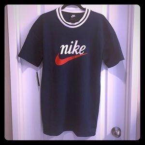 Nike Heritage Mesh T Shirt. Navy blue mesh.